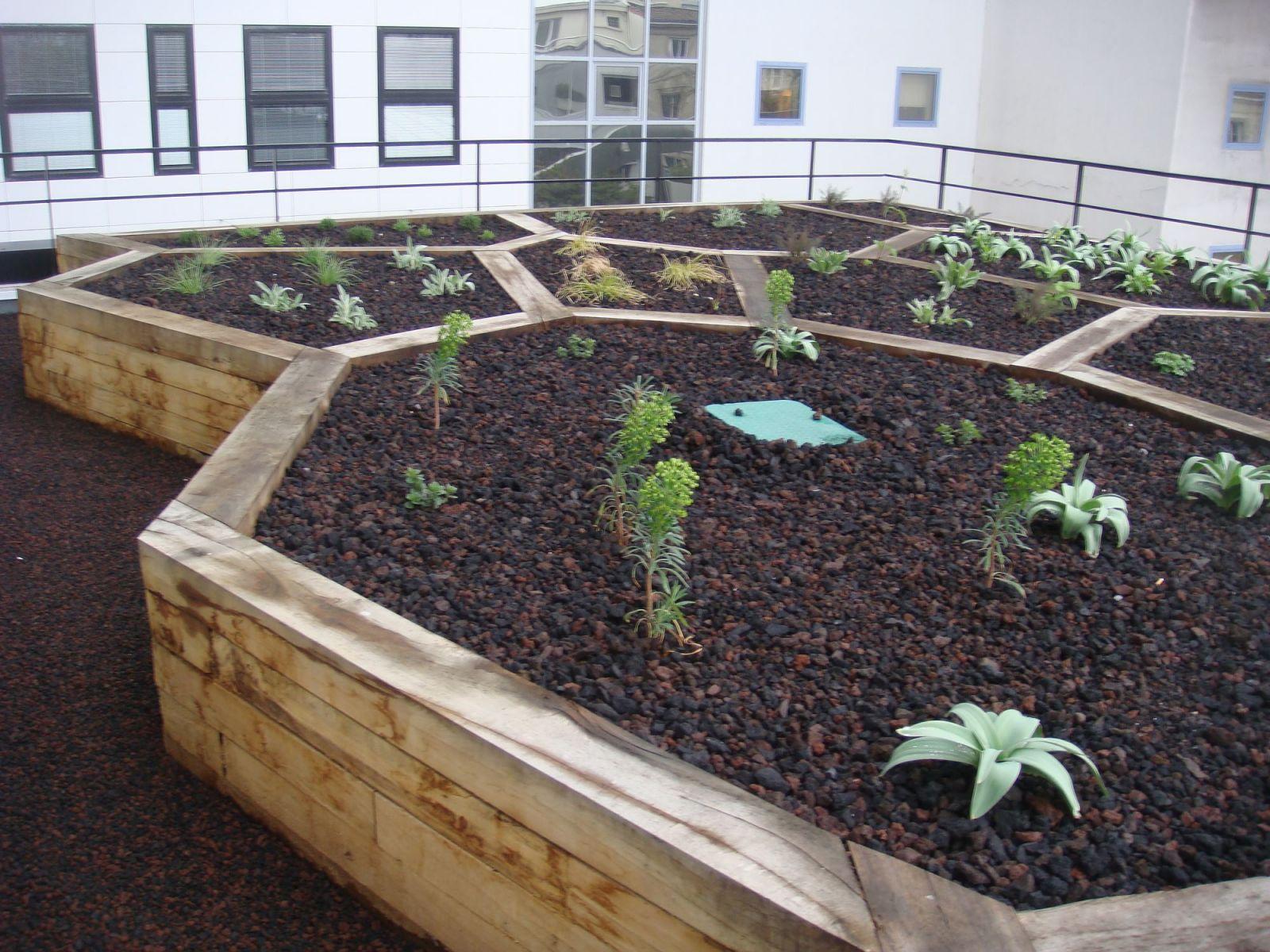 Cr ation de jardins sur terrasse par un paysagiste bordeaux am nagement et entretiens de - Ikea jardin et terrasse bordeaux ...